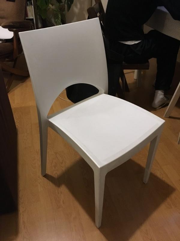 Recyclage, Récupe & Don d'objet : chaise plastique blanche