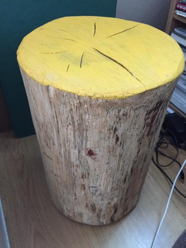 Recyclage, Récupe & Don d'objet : un tronc d'arbre servant ce tabouret ou de...