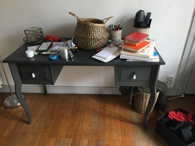 recyclage objet r cupe objet donne petit bureau gris. Black Bedroom Furniture Sets. Home Design Ideas