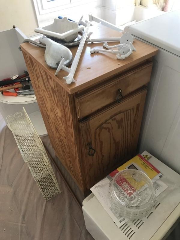Recyclage, Récupe & Don d'objet : meuble à placard en bois