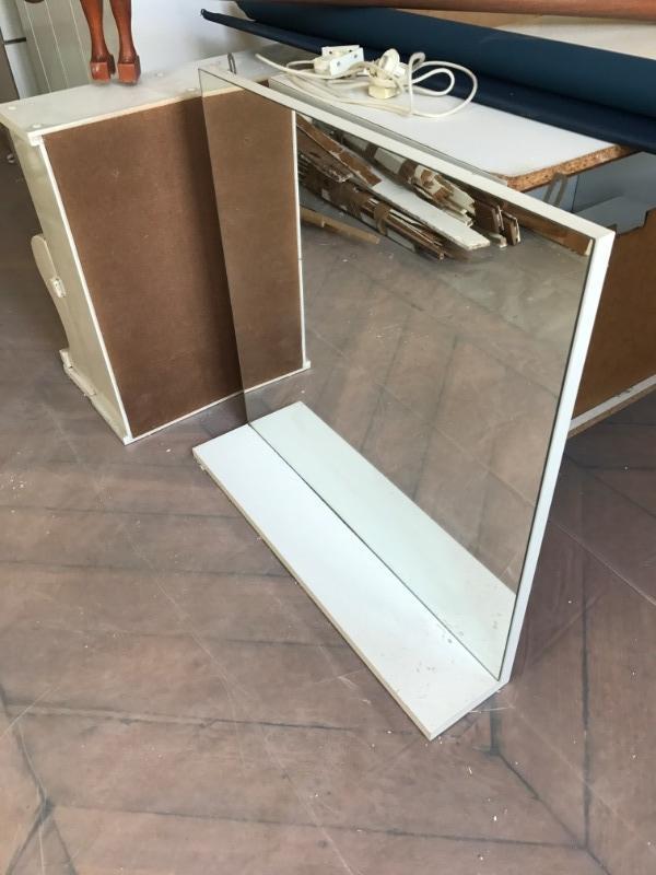 Recyclage, Récupe & Don d'objet : meuble miroir avec accroche