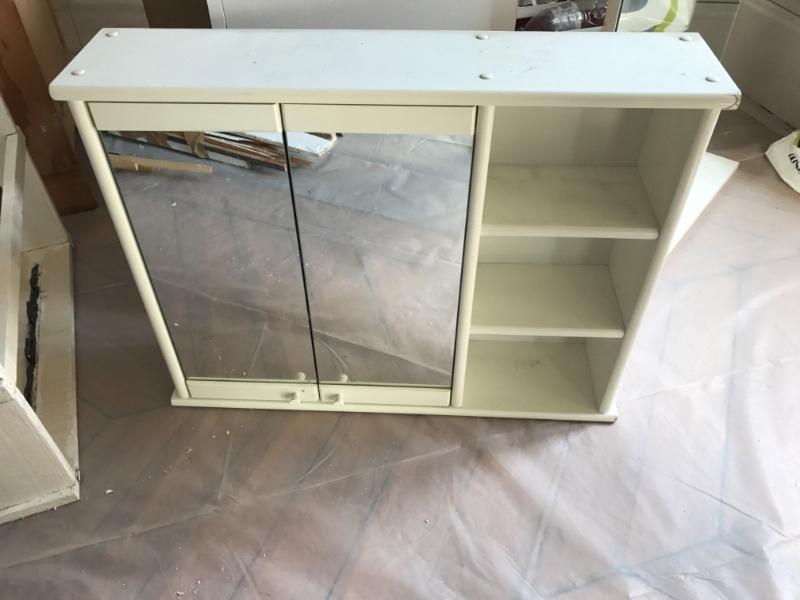 Recyclage, Récupe & Don d'objet : meuble haut & miroir / salle de bain