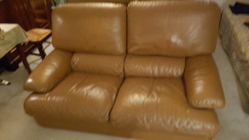 Recyclage, Récupe & Don d'objet : 2 canapés cuir parfaitement identiques