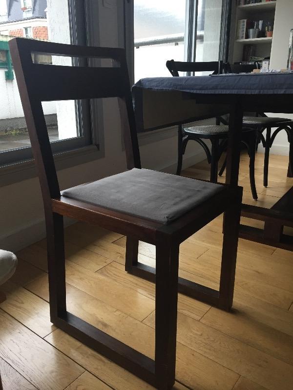 Recyclage, Récupe & Don d'objet : quatre chaises de bois foncé