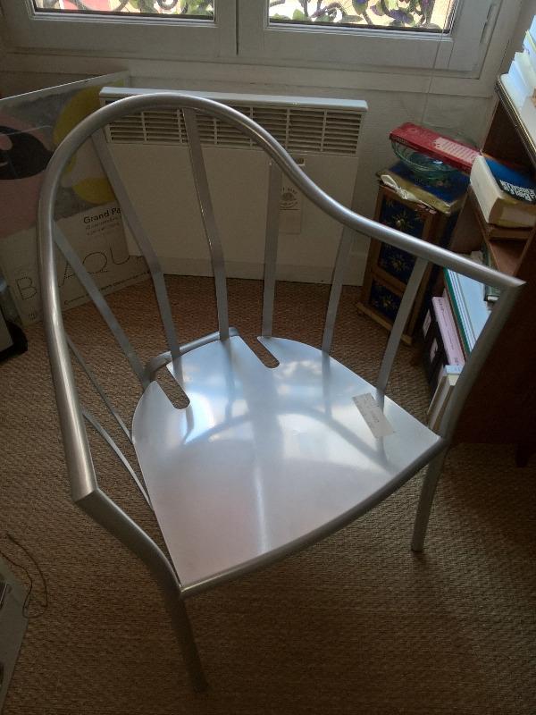 Recyclage, Récupe & Don d'objet : amarture metal d'un fauteuil ikea