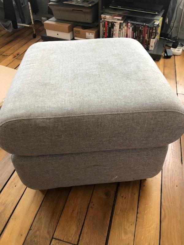 Recyclage, Récupe & Don d'objet : repose pieds pour canapé en tissu gris