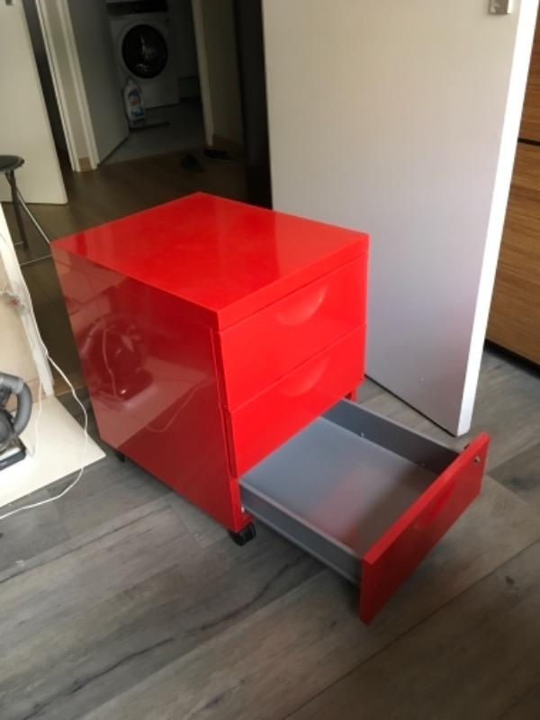 Recyclage, Récupe & Don d'objet : caisson sur roulettes