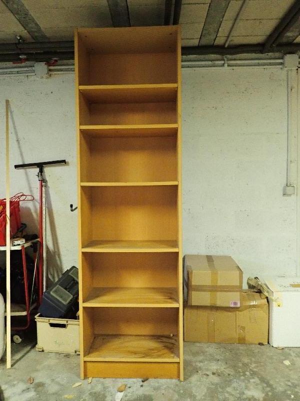 Recyclage, Récupe & Don d'objet : étagère haute avec 6 niveaux bon état