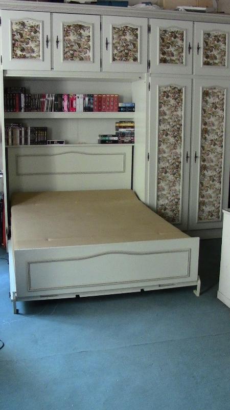Recyclage, Récupe & Don d'objet : meuble lit rabattable/armoire/placard de m...