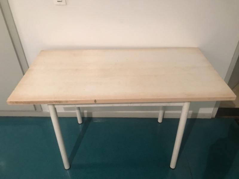 Recyclage, Récupe & Don d'objet : une table 120x60 qui n'est plus réutilisable mais les trous chaise q