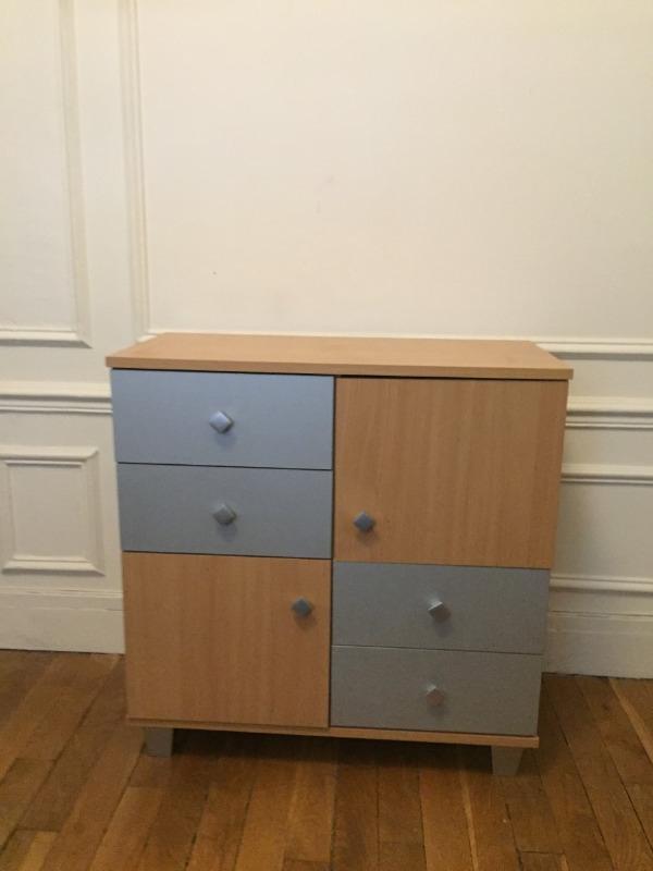 Recyclage, Récupe & Don d'objet : petit meuble gris-bois