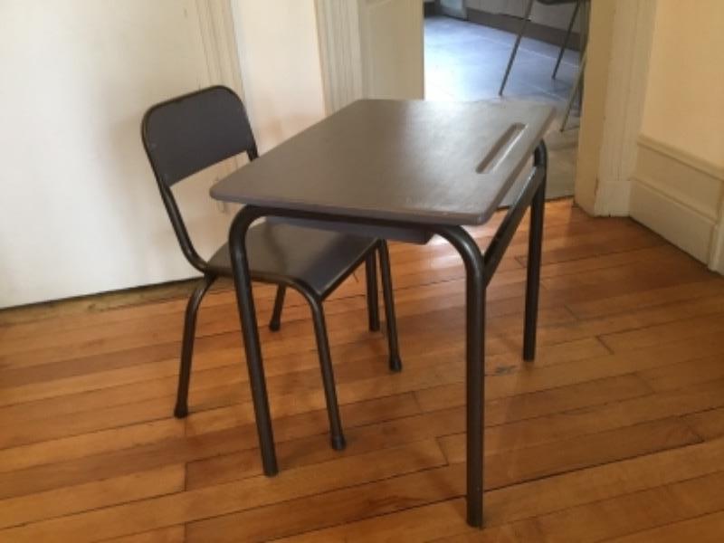 Recyclage, Récupe & Don d'objet : petit bureau enfant ancien avec sa chaise