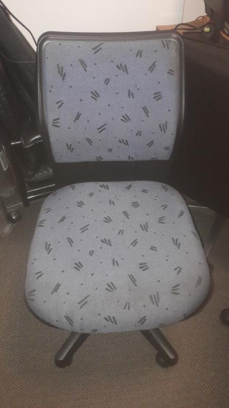 Recyclage, Récupe & Don d'objet : fauteuils de bureau : deux