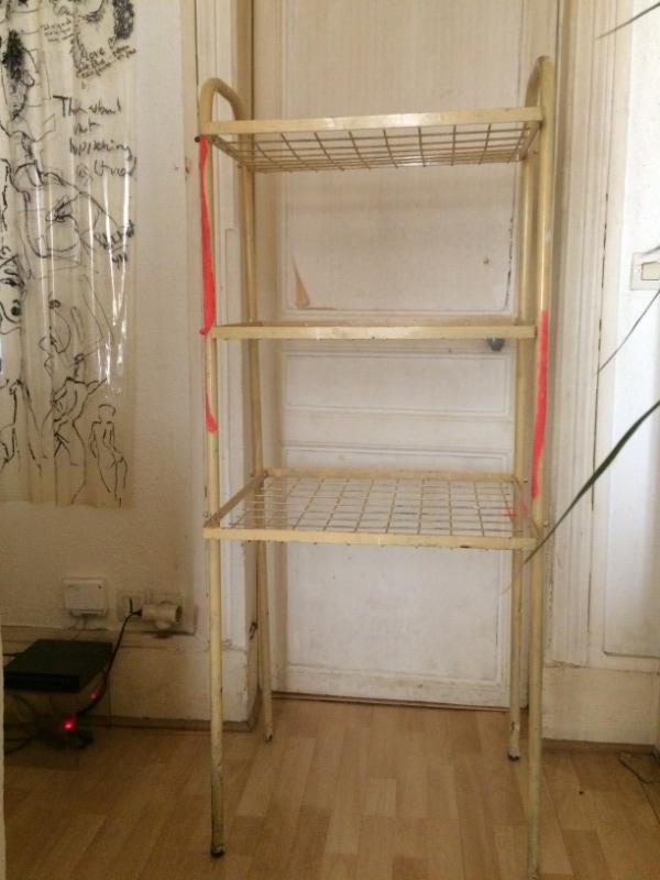 Recyclage, Récupe & Don d'objet : etagère métallique grillagée
