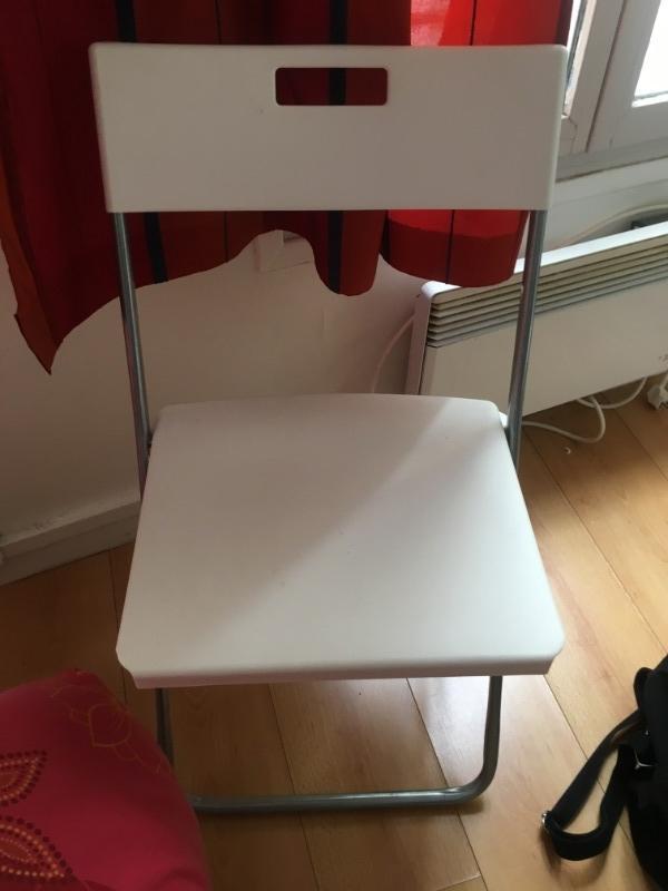 Recyclage, Récupe & Don d'objet : chaise dépliante blanche