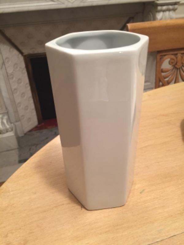 Recyclage, Récupe & Don d'objet : vase en porcelaine