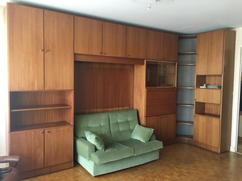 Recyclage, Récupe & Don d'objet : grand meuble de salon et canapé convertible