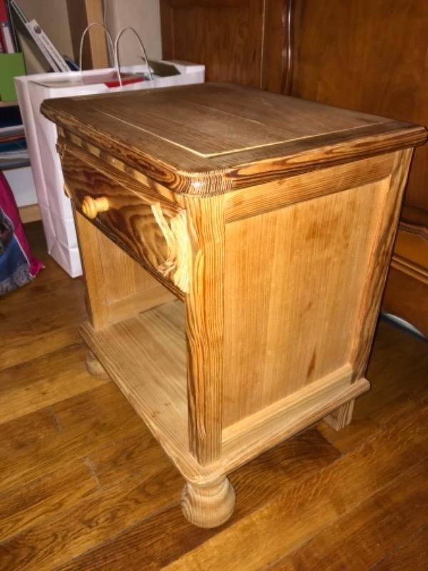 Recyclage, Récupe & Don d'objet : table de nuit en bois
