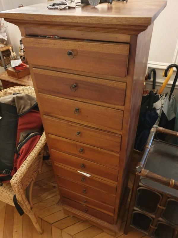 Recyclage, Récupe & Don d'objet : meuble à tiroirs bois exotique
