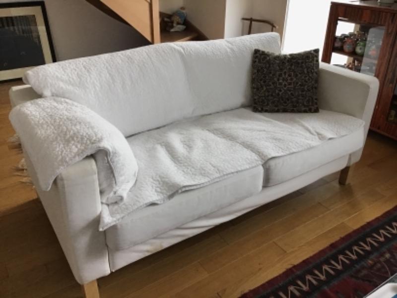 Recyclage, Récupe & Don d'objet : un canapé blanc 2 places ikea