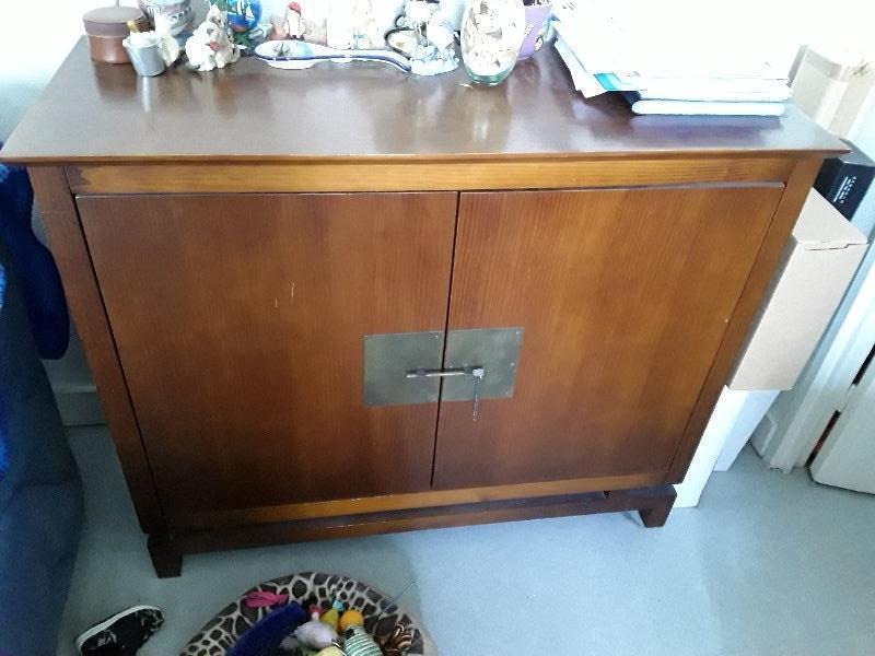 Recyclage, Récupe & Don d'objet : meuble type vaissellier
