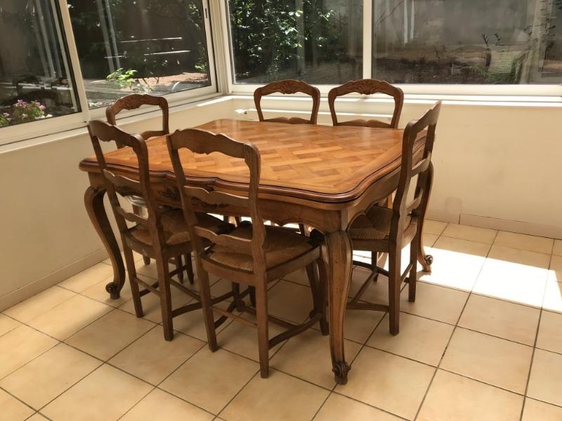 Recyclage, Récupe & Don d'objet : table en noyer et 6 chaises paillées