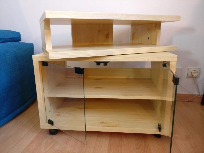 Recyclage, Récupe & Don d'objet : petit meuble tv sur roulettes