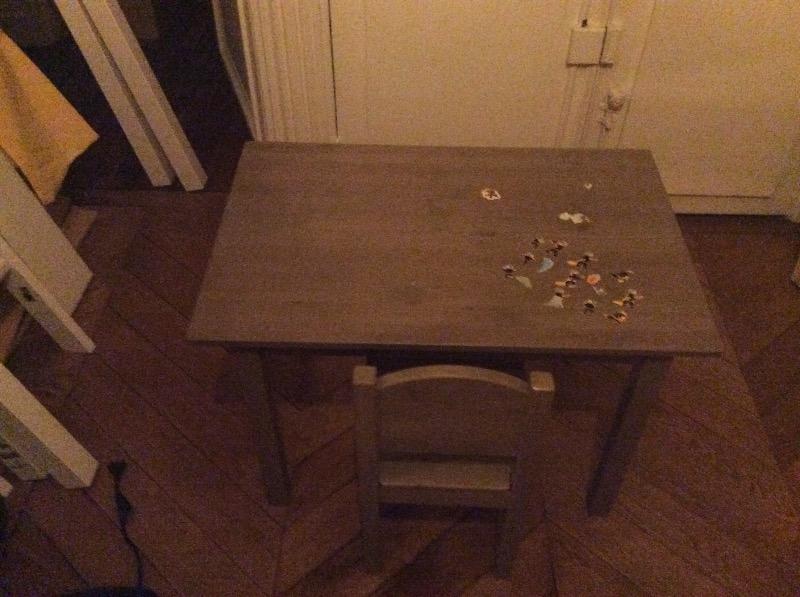 Recyclage, Récupe & Don d'objet : petite table de bureau avec sa chaise pour...