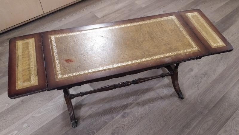 Recyclage, Récupe & Don d'objet : table basse en bois à rabats (avec roulettes)