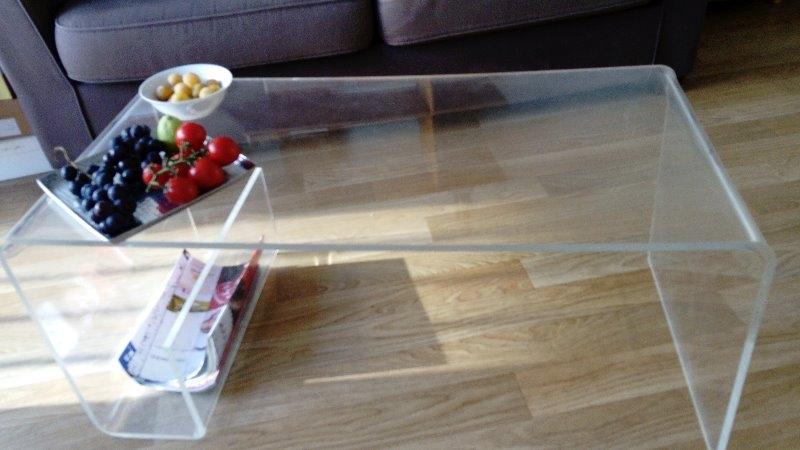 Recyclage, Récupe & Don d'objet : table de salon en plexiglas muji