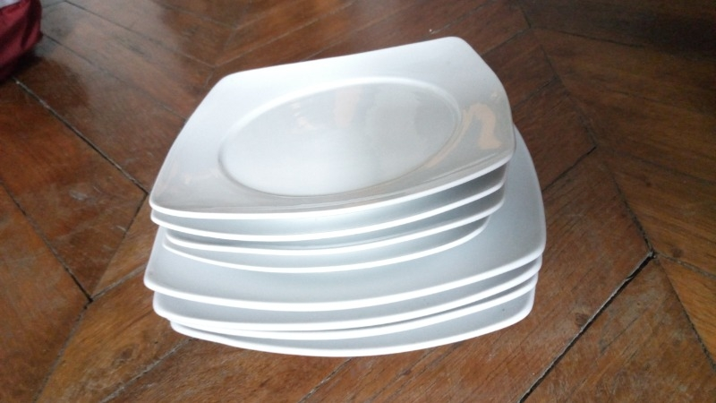 Recyclage, Récupe & Don d'objet : assiettes en céramique blanche