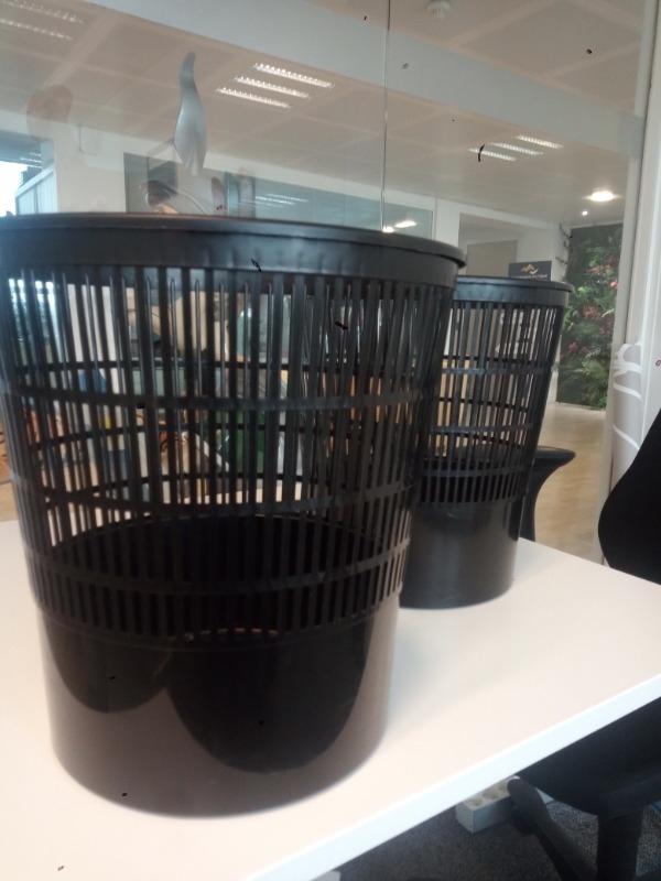 Recyclage, Récupe & Don d'objet : corbeilles papier noires