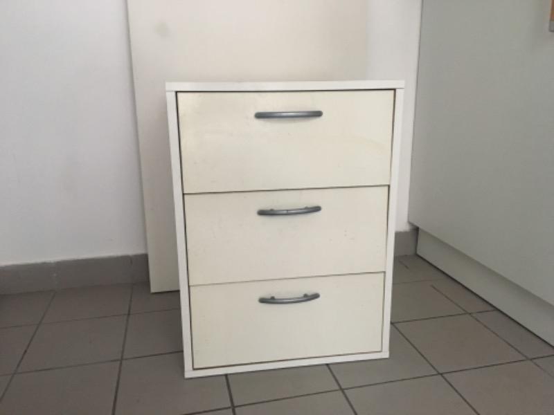 Recyclage, Récupe & Don d'objet : meuble à tiroir pour bureau ou table de ch...