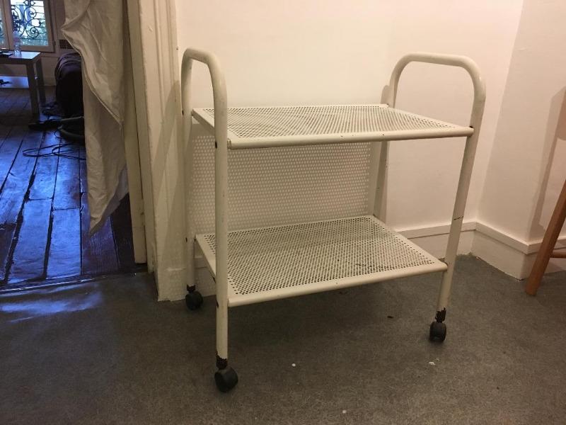 Recyclage, Récupe & Don d'objet : meuble de desserte blanc à roulettes