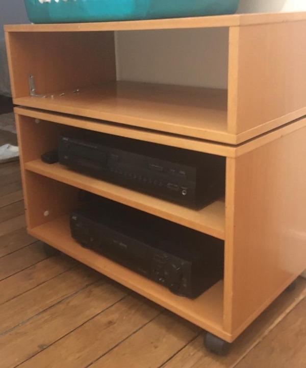 Recyclage, Récupe & Don d'objet : meuble en bois avec plateau tournant type ...