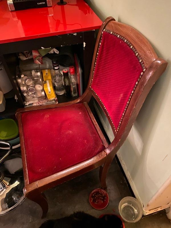 Recyclage, Récupe & Don d'objet : chaise velours rouge et bois