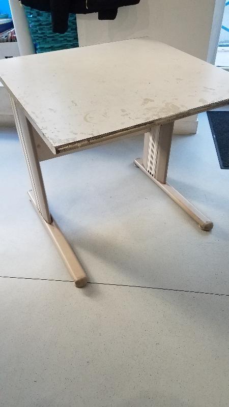 Recyclage, Récupe & Don d'objet : table pour ordinateur (bureau)