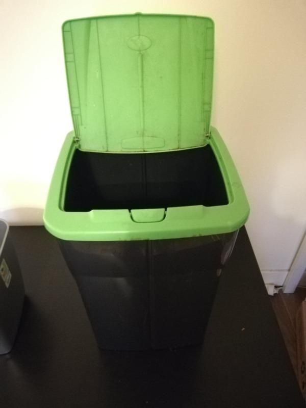 Recyclage, Récupe & Don d'objet : poubelle de cuisine plastique