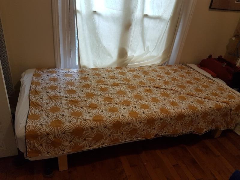 Recyclage, Récupe & Don d'objet : lit simple 90*120 avec matelas et dras