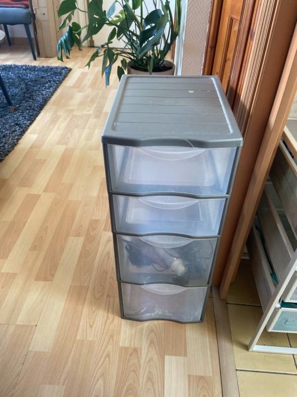 Recyclage, Récupe & Don d'objet : caisson à tiroirs en plastique
