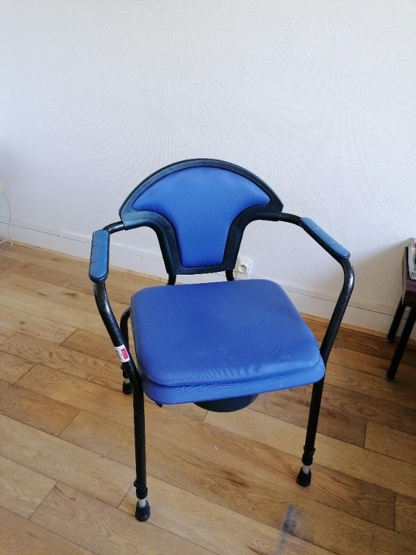 Recyclage, Récupe & Don d'objet : chaise percée de qualite