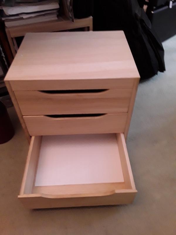 Recyclage, Récupe & Don d'objet : petit meuble cubique