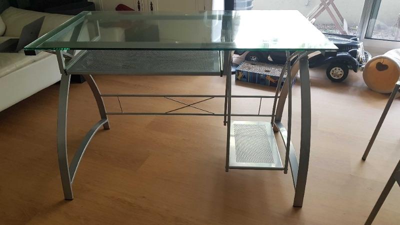 Recyclage, Récupe & Don d'objet : bureau verre et armature métallique