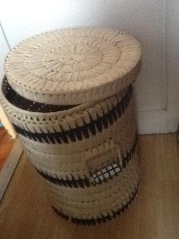 Recyclage, Récupe & Don d'objet : panier à linge en osier