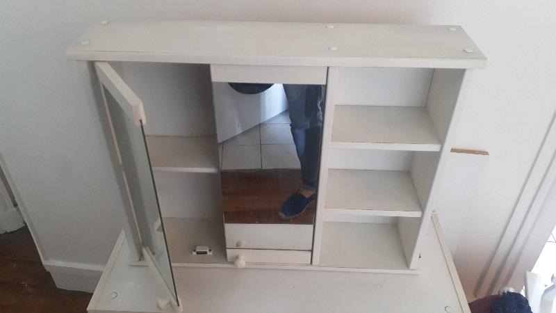 Recyclage, Récupe & Don d'objet : meuble salle de bain avec vitre
