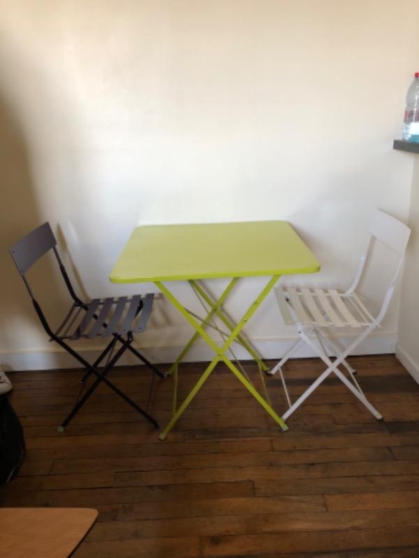 Recyclage, Récupe & Don d'objet : 1table + 2 chaises pliantes