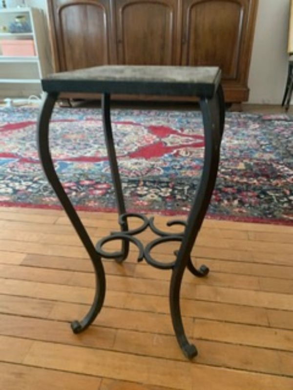 Recyclage, Récupe & Don d'objet : petite table en marbre et fer forgé
