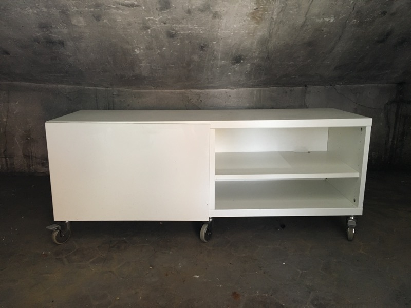Recyclage, Récupe & Don d'objet : meuble tv bas.