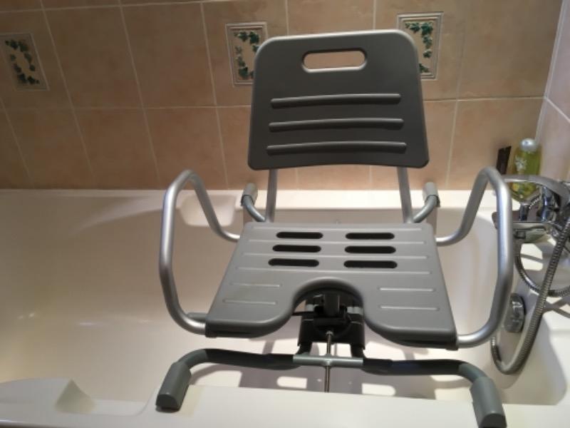 Recyclage, Récupe & Don d'objet : fauteuil de bain pivotant