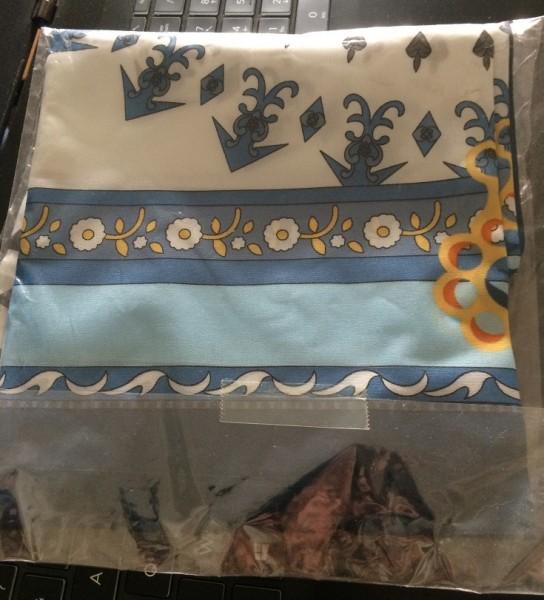 Recyclage, Récupe & Don d'objet : carré femme 80 - bleu - neuf